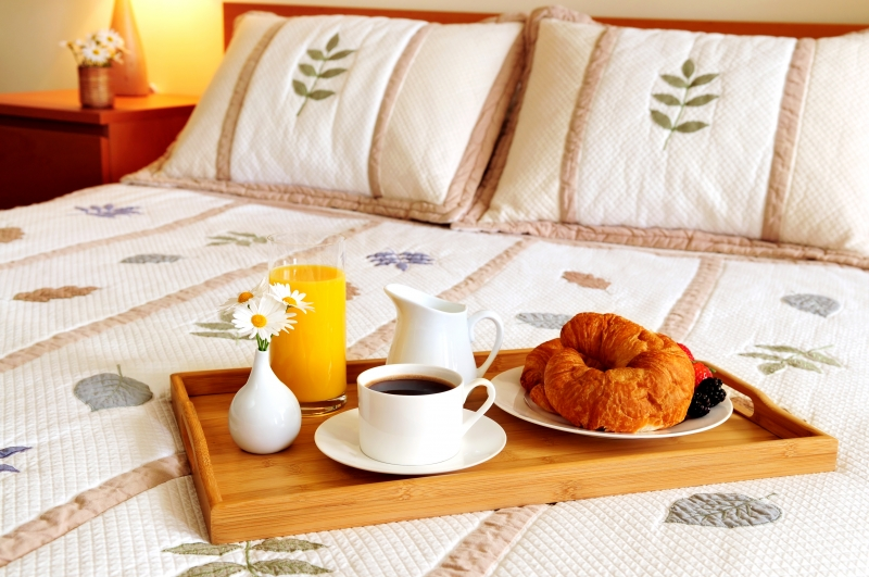 253041-breakfast-on-a-bed-in-a-hotel-room